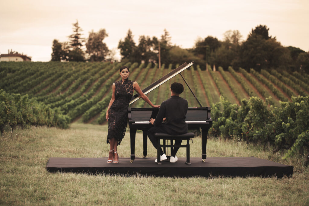 Laura Prince et Grégory Privat en couleur piano dans les vignes